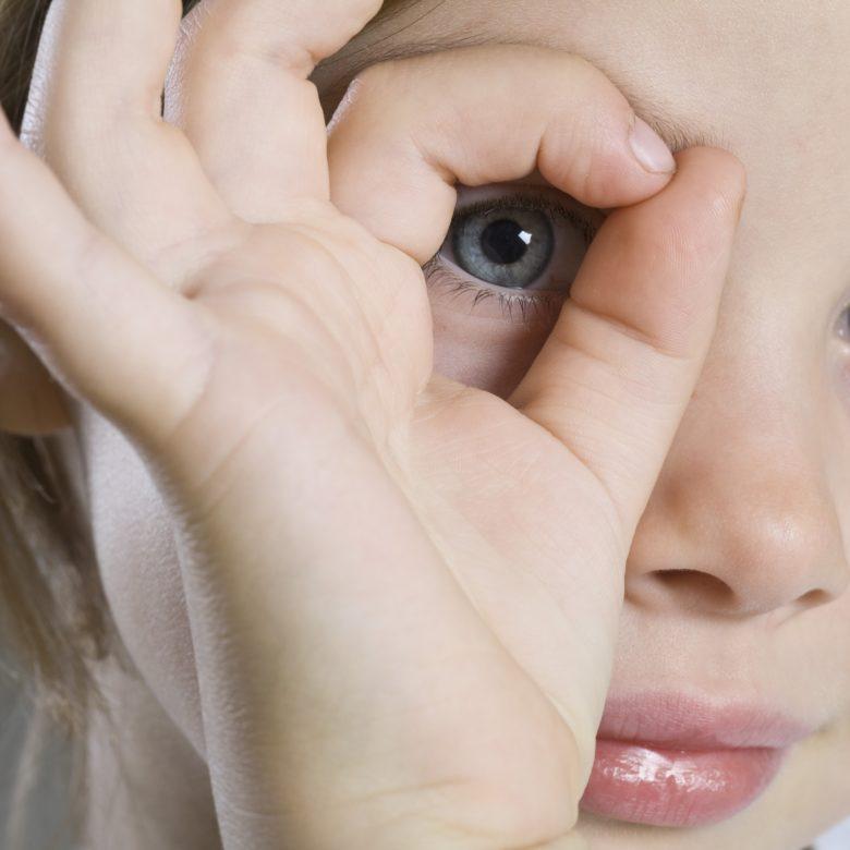 Por que crianças autistas não olham quando chamamos?